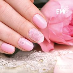 A tender pink #Nailcrust — the classic of the E.Mi-manicure which is always on trend 😊 To repeat this design, you will need E.MiLac Streetstyle #087 and EMPASTA matching the tone, Nailcrust Pattern Sliders #11, and EMPASTA White Rafinad to tone the relief💅 It is easy to learn the best-selling technique on the course Nailcrust. Bas-relief. To learn more about this course please head over to http://emischool.com/courses/2_level/nailcrust/  Нежно-розовый Nailcrust — классика E.Mi-маникюра…