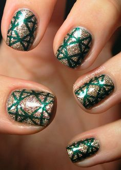 Ho Ho Holiday Nail Art! These are the 25 Classiest Designs Around via Brit + Co. New Years Eve Nails, Manicure Y Pedicure, Holiday Nails, Xmas Nails, Love Nails, Fancy Nails, How To Do Nails, Hair And Nails, Christmas Wrapping