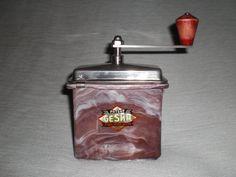 Mechanische Kaffeemühle aus Bakelit GESKA mit von nostalgiehauscom