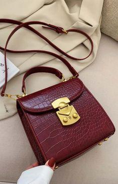 Stylish Handbags, Fashion Handbags, Fashion Bags, My Bags, Purses And Bags, Shooting Bags, Sacs Design, Back Bag, Leather Crossbody Bag