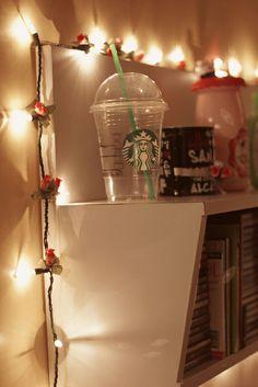Starbucks, bookshelf and lights by brunadalcin, via Flickr http://www.comprandomeuape.com.br