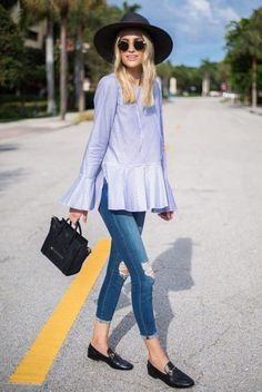 Look con mocasines skinny jeans blusa azul sombrero ala ancha