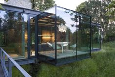 London-based architects PCKO designed the Jodlowa House in Krakow Poland in collaboration with MOFO architects. The glass house is located on the outskirts of Krakow, Poland. Glass Cube, Glass Boxes, Clear Glass, Light Steel Framing, Home Interior, Interior And Exterior, Interior Design, Houses In Poland, Verre Design