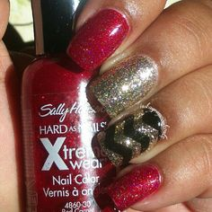 these could be christmas nails :)  chevron, red and gold nail art