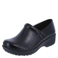 Looking for safeTstep Slip Resistant Women's Gretchen Clog ? Check out our picks for the safeTstep Slip Resistant Women's Gretchen Clog from the popular stores - all in one. Ski Shoes, Shoe Boots, Sneakers Fashion, Fashion Shoes, Black Work Boots, Best Looking Shoes, Slip Resistant Shoes, Oxford Pumps, Ladies Slips