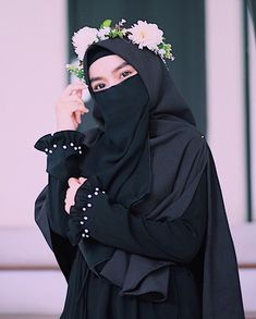 Image may contain: one or more people and closup Hijab Gown, Hijab Niqab, Muslim Hijab, Hijabi Girl, Girl Hijab, Beautiful Muslim Women, Beautiful Hijab, Niqab Fashion, Muslim Fashion