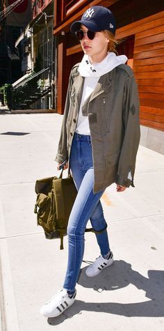 Queen of off-duty chic Gigi Hadid has given us yet another perfect weekend outfit idea: two-tone skinny jeans and slouchy top layers | from InStyle.com