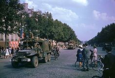 PARIS, FRANCE - AUGUST American Army trucks (note cyclist hitching a ride) parading down the Champs Elysees the day after the liberation of Paris by Allied troops. (Photo by Frank Scherschel/Time & Life Pictures/Getty Images) Normandy Beach, Normandy France, Military Units, Military History, Military Photos, Liberation Of Paris, D Day Invasion, Belle France, Photos Originales