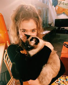 haleyluhoo Smellycat smell E cat. Haley Richardson, Mtv, Character Bank, Zoey Deutch, Psychological Horror, Movie Couples, Tiny Dancer, Dance Company, Hollywood Actor