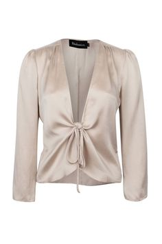 Take the plunge with this silky ivory Realisation Par The Bianca Top. Finish off the look with a chic pair of skinny jeans and ankle strap heels.