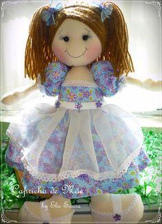 Ela mede 35cm, vestido em tricoline, corpo em algodão cru e enchimento em fibra siliconada. R$ 60,00