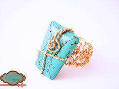 Anillo de base tejida y turquesa rectangular, elaborado en oro laminado. #rings
