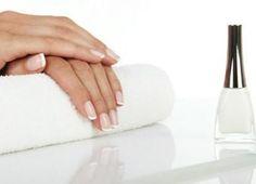 Este esmalte hecho en casa es buenísimo si estás buscando que te crezcan las uñas. ¡Voy a probarlo!
