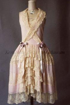 Robe de style dress, USA via Kent State Vintage Glam, Vintage Gowns, Vintage Mode, Vintage Beauty, 20s Fashion, Art Deco Fashion, Fashion History, Vintage Fashion, Fashion Design