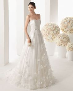 Sexy strapless charm flowers soft tulle wedding dress