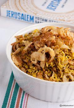 La mejadra è un piatto diffuso nel mondo arabo a base di riso basmati e lenticchie.