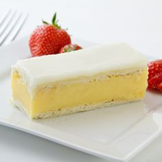 Vanilla Custard Slice An English tea time treat that will leave you wanting more! English Tea Time, English Food, English Recipes, Custard Slice, Vanilla Custard, Hp Sauce, Just Desserts, Dessert Recipes, Tea Time Recipes