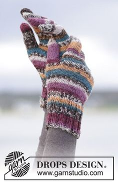 """Autumn stripes / DROPS - free knitting patterns by DROPS design Autumn Stripes - Knitted DROPS basic gloves in """"Fabel"""". - Free… History of Knitting Wool spinning, weaving and stitching. Knit Mittens, Knitted Gloves, Knitting Socks, Knit Cowl, Drops Design, Knitting Patterns Free, Free Knitting, Free Pattern, Finger Knitting"""