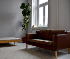 @apieceofjune • Instagram-fényképek és -videók Daily Mood, Sofa, Couch, Instagram, Stuff To Buy, Furniture, Home Decor, Settee, Settee