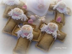 cruces con perfumito!! Diy Angels, Christmas Crafts, Christmas Decorations, Angel Crafts, Baptism Favors, Arts And Crafts, Diy Crafts, Sewing Baskets, First Holy Communion