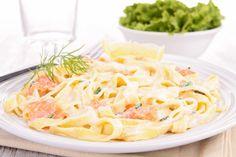 Gorgonzola-Lachs-Soße zu Tagliatelle  Zur leckeren Gorgonzola-Lachs-Soße zu Tagliatelle wird ein trockener italienischer Weißwein empfohlen.