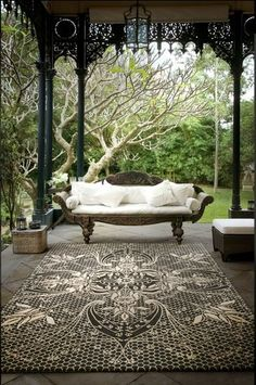 beautiful porch and tree!