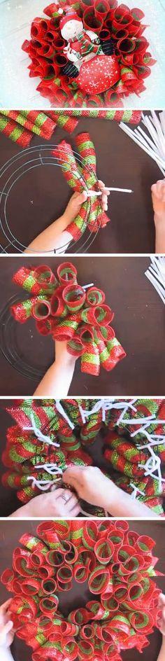 Easy Deco Mesh Loops   20+ Super Easy DIY Christmas Wreaths