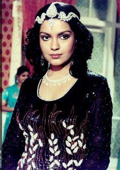 Indian Bollywood Actress, Indian Actresses, Actors & Actresses, Vintage Bollywood, Bollywood Celebrities, Film Photography, Beautiful Women, Wonder Woman, Lady