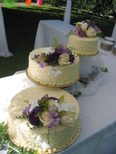 lace like wedding cake. i love the seperated tiers.