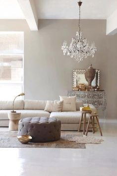Paying attention to the details of the design is essential in creating a luxury living room interior. Taupe Living Room, Interior Design Living Room, Living Room Designs, Living Room Decor, Living Rooms, Murs Beiges, Beige Couch, Minimalist Living, Living Room Inspiration