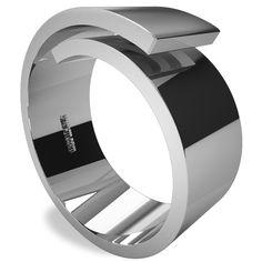 El anillo Spiral simboliza la transformación del metal en un objeto único, el camino de una vida cargada de sensaciones puras. Sus formas revelan el infinito.