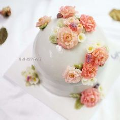돔스타일 플라워케이크 Done by student in advanced course 2. - - #ggcakraft #buttercreamflowers #koreanflowercake #klflowercake #cake #cakeicing #buttercream #flowers #flowercake #buttercreamflowers #blossom  #bakingclass #flowercakeeurope #weddingcake #버터크림케이크 #ggcakraftinspain #buttercake #플라워케이크 #버터크림 #버터플라워케이크 #버터크림플라워케이크 #glossybuttercream