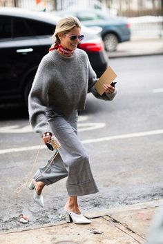 Helena Bordon - The Best Street Style From New York Fashion Week - The Cut Plaid Fashion, Look Fashion, Winter Fashion, Fashion Outfits, Fashion Trends, Fashion Mode, Grey Fashion, Fashion Spring, Cheap Fashion