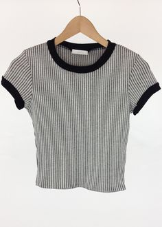 Band contrast ribbed crop top want want want Grunge Outfits, Tumblr Outfits, Cool Outfits, Casual Outfits, Fashion Outfits, 90s Fashion, Linda Evangelista, Grunge Style, Claudia Schiffer
