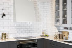 Bilderesultat for grue vifte Interior Design Kitchen, Kitchen Decor, Classic Kitchen Cabinets, Tile Floor, Architecture, Inspiration, Home Decor, Metal, Arquitetura