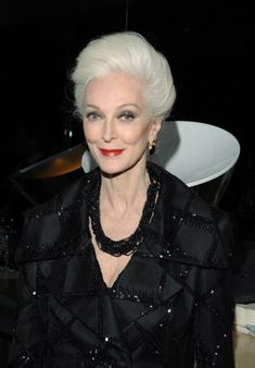 Yahoo Vida y Estilo en Español Carmen Dell'orefice, 50 Y Fabuloso, 50 And Fabulous, Older Models, Mature Fashion, Advanced Style, Ageless Beauty, Aging Gracefully, Silver Hair