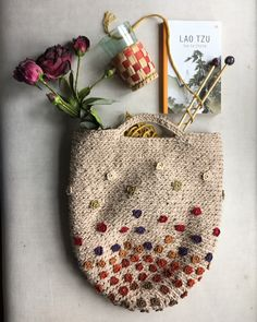 Marvelous Crochet A Shell Stitch Purse Bag Ideas. Wonderful Crochet A Shell Stitch Purse Bag Ideas. Love Crochet, Crochet Gifts, Diy Crochet, Irish Crochet, Crochet Handbags, Crochet Purses, Crochet Bags, Handmade Handbags, Handmade Bags
