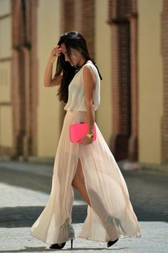 pink clutch/pink nails