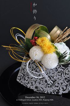 japanese new years Japanese Floral Design, Japanese Flowers, Ikebana Flower Arrangement, Flower Arrangements, New Years Decorations, Flower Decorations, Coffee Table Flowers, Japan Flower, Modern Floral Arrangements