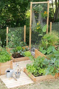 Des traverses bois pour structurer un jardin potager. Posées façon caillebotis elles délimitent son espace et assemblées en carrées elles composent plusieurs zones de plantations.