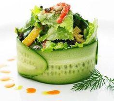 Emplatados de ensaladas que te van a sorprender / Salads plating. Gourmet Food Plating, Gourmet Salad, Gourmet Food Gifts, Gourmet Foods, Healthy Gourmet, Gourmet Desserts, Salad Presentation, Fancy Food Presentation, Food Plating Techniques