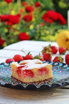 Csak, mert szeretem... kreatív gasztroblog: EPRES-CITROMOS GRÍZES PITE (villámgyorsan) Diet Cake, Raspberries, Sweets, Cakes, Food, Kuchen, Gummi Candy, Scan Bran Cake, Candy