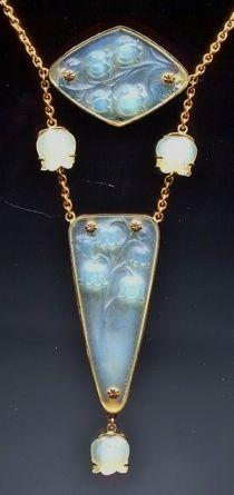 """René LALIQUE - """"Muguet"""" (Lily of the valley) Necklace (c. composed of two """"Muguet"""" pendants and three """"Muguet"""" beads, all in pale green opalescent glass, mounted later in 14 karat gold as a chatelaine necklace Bijoux Art Nouveau, Art Nouveau Jewelry, Jewelry Art, Vintage Jewelry, Fine Jewelry, Jewelry Design, Lalique Jewelry, Lily Of The Valley, Glass Art"""