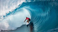 Billabong Pro Teahupoo opens in perfect surf Female Surfers, Pro Surfers, Medina Surf, Surfing Wallpaper, Surf Store, World Surf League, Student Travel, High Quality Wallpapers, Surf Outfit