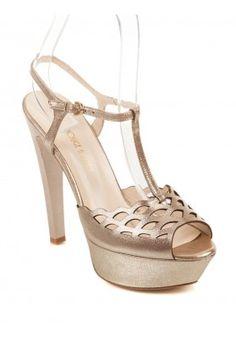 Rouge Dore Kadın Ayakkabı / Rouge Siyah Rugan Kadın Ayakkabı / Black Patent Leather Women Shoes #dore  #shoes #shoeslove #dorashoes #heels #dore #gold #goldshoes #topukluayakkabi #ayakkabi #kadin #moda #fashion #shoe #topuklu #womensfashion #womenshoes #tanca #kemaltanca #rouge #luxury #brand #shoesbrand