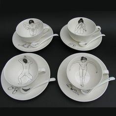 Chicas bañándose en té, por Esther Horchner