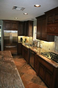 Ideas Kitchen Remodel Brown Cabinets Stove For 2019 Kitchen Reno, New Kitchen, Kitchen Remodel, Kitchen Design, Kitchen Cabinets, Kitchen Ideas, Home Decoracion, Brown Cabinets, Casa Real