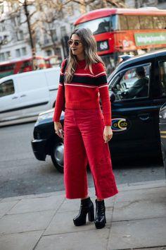 Die besten Street Styles der Paris Couture Fashion Week #refinery29 http://www.refinery29.de/2018/01/141829/street-style-lfw-aw17#slide-54