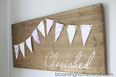 DIY Wood Sign Tutorial http://www.bloominghomestead.com/2014/06/diy-wood-sign.html