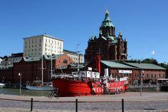 Uspenskin katedraalin kupeessa, Helsingin pohjoisrannassa sijaitsee Suomen vanhin jäljellä oleva majakkalaiva, ML/Relandersgrund, joka palvelee nykyään kelluvana kesäterassina.